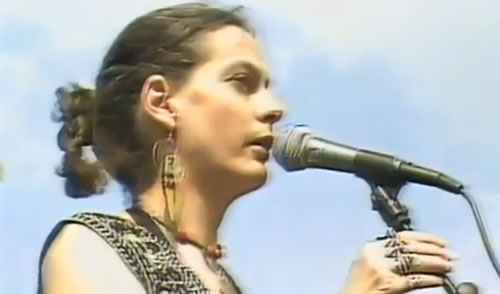 June Tabor performing in 1990